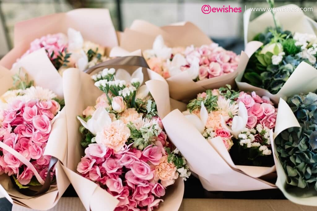 Make her day special with this anniversary flower gifts